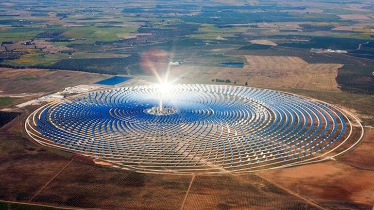 位於摩洛哥沙漠中的太陽能發電站 (圖:solartribune)