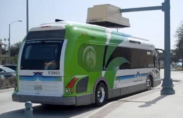 電動公車可以在城市不同的角落進行快速充電(圖:Proterra)