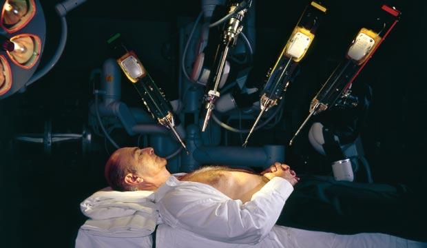 達文西手術系統的概念,猶如科幻電影的橋段(圖:Protomag)