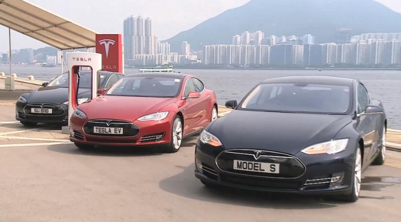 Tesla 的免費充電站吸引大量香港車主 (圖:Insidedevs)
