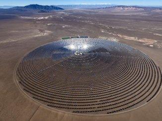 去年啟用的 Crescent Dunes 電廠達 110 兆瓦的發電量(圖:SolarReserve)