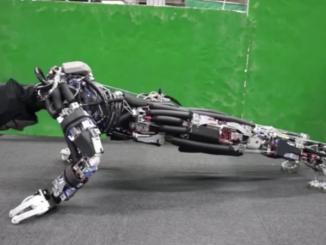 機器人的「汗液」冷卻系統令它能夠連續 11 分鐘進行伏地挺身 (圖:JSK Lab)